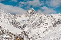 Paesaggio selvaggio di inverno dei pendii di alta montagna Fotografie Stock