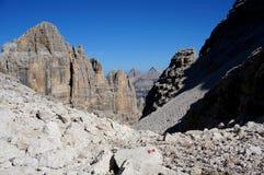 Paesaggio selvaggio nell'area di alta montagna Immagine Stock
