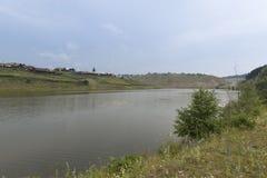 Paesaggio siberiano di estate del villaggio, uguagliante Fotografia Stock Libera da Diritti