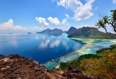 Paesaggio sopra l'isola di Bohey Dulang vicino all'isola di Sipadan Immagini Stock Libere da Diritti