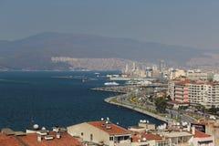Paesaggio sparato della città egea della linea costiera Fotografia Stock