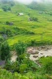Paesaggio spettacolare del villaggio di alta montagna fra il terrac del riso Fotografia Stock Libera da Diritti