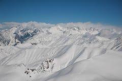 Paesaggio splendido di inverno dei pendii di alta montagna Immagini Stock Libere da Diritti