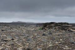 Paesaggio straniero con le rocce morte e le nuvole pesanti, Islanda Fotografia Stock Libera da Diritti