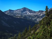 Paesaggio stupefacente con il picco di Banderishki Chukar, montagna di Pirin Fotografie Stock Libere da Diritti