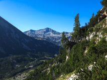 Paesaggio stupefacente con il picco di Banderishki Chukar, montagna di Pirin Fotografie Stock