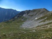 Paesaggio stupefacente dall'itinerario a scalare un picco di Vihren, montagna di Pirin Immagine Stock