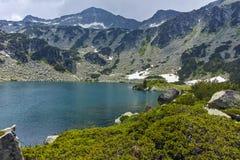 Paesaggio stupefacente del picco di Banderishki Chukar e del lago fish, montagna di Pirin Immagine Stock Libera da Diritti