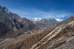 Paesaggio stupefacente della montagna con roccioso marrone Fotografie Stock