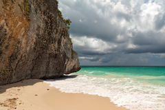 Paesaggio stupefacente della spiaggia di Tulum Immagini Stock Libere da Diritti