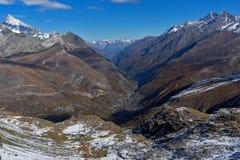 Paesaggio stupefacente di autunno delle alpi svizzere e di Zermatt Fotografia Stock Libera da Diritti