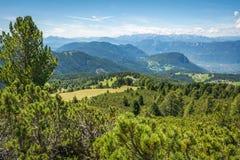 Paesaggio stupefacente in dolomia, Tirolo del sud, Italia di estate delle montagne Il passaggio di Oclini Fotografia Stock
