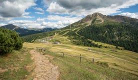 Paesaggio stupefacente in dolomia, Tirolo del sud, Italia di estate delle montagne Il passaggio di Oclini Immagini Stock Libere da Diritti