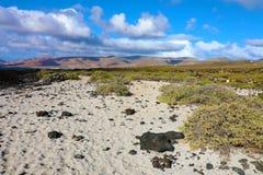 Paesaggio stupefacente nell'isola vulcanica di Lanzarote immagine stock