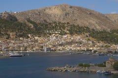 Paesaggio sul porto in città Pothia sull'isola greca Kalymnos Immagini Stock