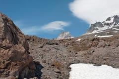 Paesaggio superiore della montagna sopra la riga di albero Fotografia Stock Libera da Diritti