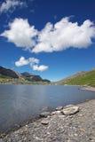 Paesaggio svizzero del lago della montagna Immagini Stock