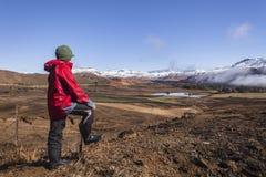 Paesaggio teenager della montagna del ragazzo Fotografie Stock Libere da Diritti