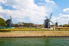 Paesaggio tipico del bello mulino a vento olandese in Ja Immagine Stock Libera da Diritti