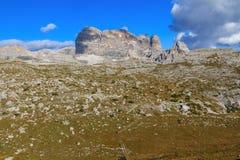 Paesaggio tipico della montagna nelle dolomia Immagine Stock
