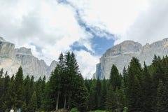 Paesaggio tipico delle dolomia di estate Fotografie Stock
