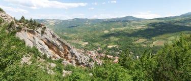 Paesaggio tipico di panorama della montagna Immagine Stock