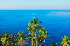 Paesaggio tropicale da sopra la vista aerea costiera Fotografia Stock