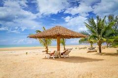 Paesaggio tropicale della spiaggia Fotografie Stock Libere da Diritti