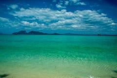Paesaggio tropicale della spiaggia Immagine Stock