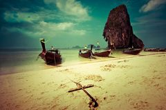Paesaggio tropicale della spiaggia. La Tailandia Immagine Stock