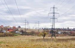 Paesaggio ucraino con la linea elettrica. Immagini Stock