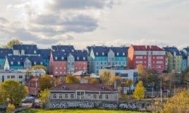 Paesaggio urbano aereo con Città Vecchia medievale, tetti arancio Muro di cinta di Tallinn di mattina, Tallinn, Estonia fotografie stock libere da diritti