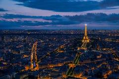 Paesaggio urbano aereo di Parigi al tramonto immagine stock libera da diritti