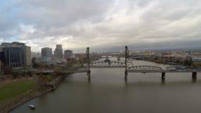Paesaggio urbano aereo Hawthorne Bridge di Portland archivi video