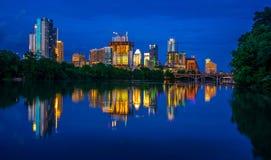 Paesaggio urbano Austin Texas dell'orizzonte della città di scena di notte fotografia stock