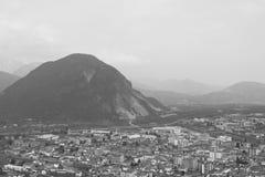 Paesaggio urbano in bianco e nero immagine stock