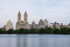 Paesaggio urbano combinato con la natura fotografia stock libera da diritti