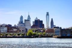 Paesaggio urbano concentrare del centro del fiume di Filadelfia della città Immagini Stock Libere da Diritti