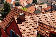Paesaggio urbano coperto di tegoli del tetto Fotografie Stock Libere da Diritti