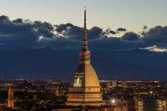 Paesaggio urbano d'ardore di Torino Torino, Italia al crepuscolo Immagine Stock