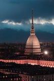 Paesaggio urbano d'ardore di Torino (Torino, Italia) al crepuscolo, immagine tonificata Immagini Stock Libere da Diritti