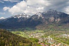Paesaggio urbano del Bad Reichenhall come visto dalla cima di Predigtstuh Immagini Stock