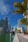 Paesaggio urbano del centro del fiume di Miami lungo l'area di Brickell fotografia stock libera da diritti