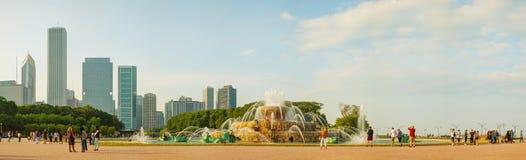 Paesaggio urbano del centro di Chicago con la fontana di Buckingham a Grant Par Immagini Stock