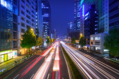 Paesaggio urbano del distretto con i semafori, Tokyo di Shinjuku Immagini Stock Libere da Diritti