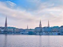 Paesaggio urbano del lago Alster e di Amburgo di inverno Immagini Stock Libere da Diritti