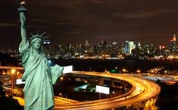 Paesaggio urbano del nyc di notte, spazio dell'annuncio Fotografia Stock