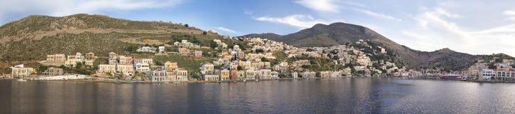 Paesaggio urbano del porto di Symi fotografia stock libera da diritti