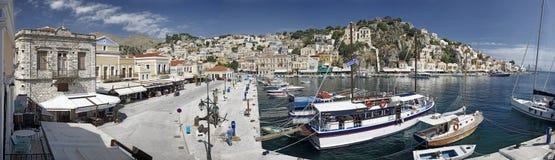 Paesaggio urbano del porto di Symi fotografia stock