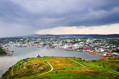 Paesaggio urbano del san John dalla collina del segnale fotografia stock libera da diritti